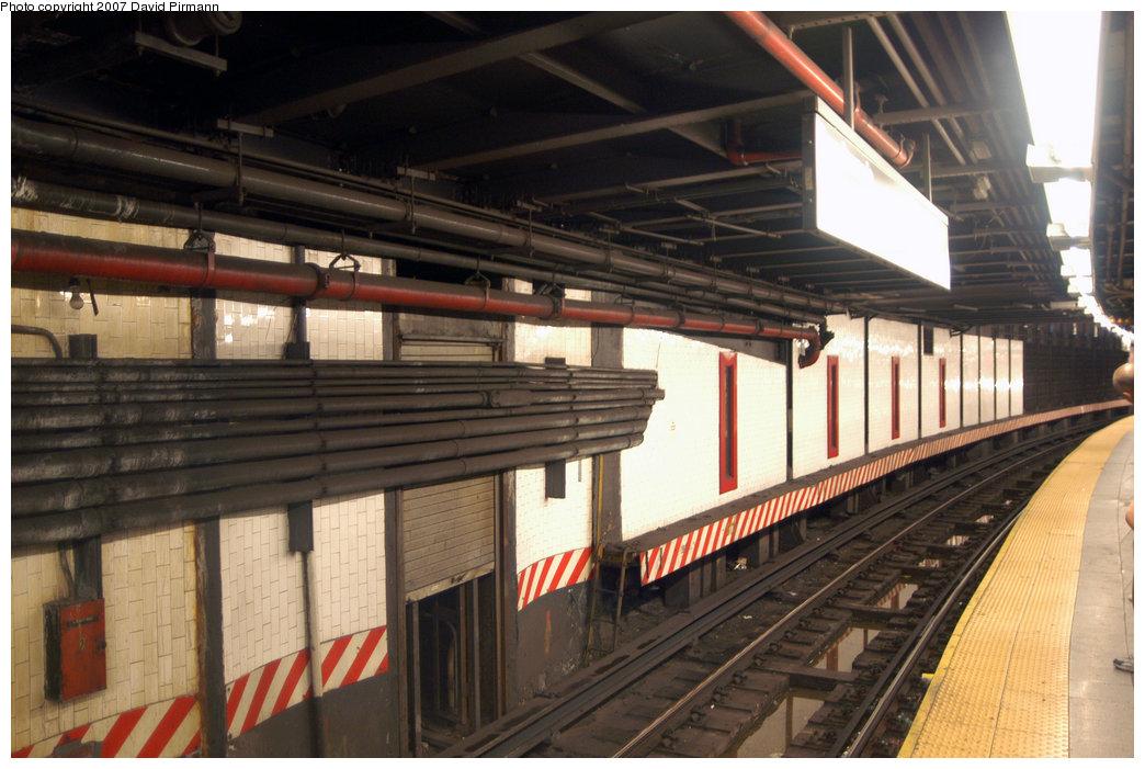 (217k, 1044x701)<br><b>Country:</b> United States<br><b>City:</b> New York<br><b>System:</b> New York City Transit<br><b>Line:</b> IRT East Side Line<br><b>Location:</b> 14th Street/Union Square <br><b>Photo by:</b> David Pirmann<br><b>Date:</b> 6/9/2007<br><b>Notes:</b> Downtown local track showing edge of former side local platform.<br><b>Viewed (this week/total):</b> 0 / 2945