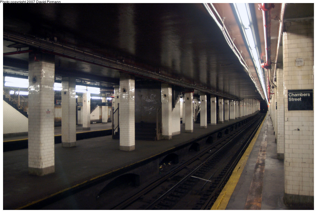 (175k, 1044x701)<br><b>Country:</b> United States<br><b>City:</b> New York<br><b>System:</b> New York City Transit<br><b>Line:</b> BMT Nassau Street/Jamaica Line<br><b>Location:</b> Chambers Street <br><b>Photo by:</b> David Pirmann<br><b>Date:</b> 6/9/2007<br><b>Notes:</b> View of closed center island platform.<br><b>Viewed (this week/total):</b> 0 / 3031