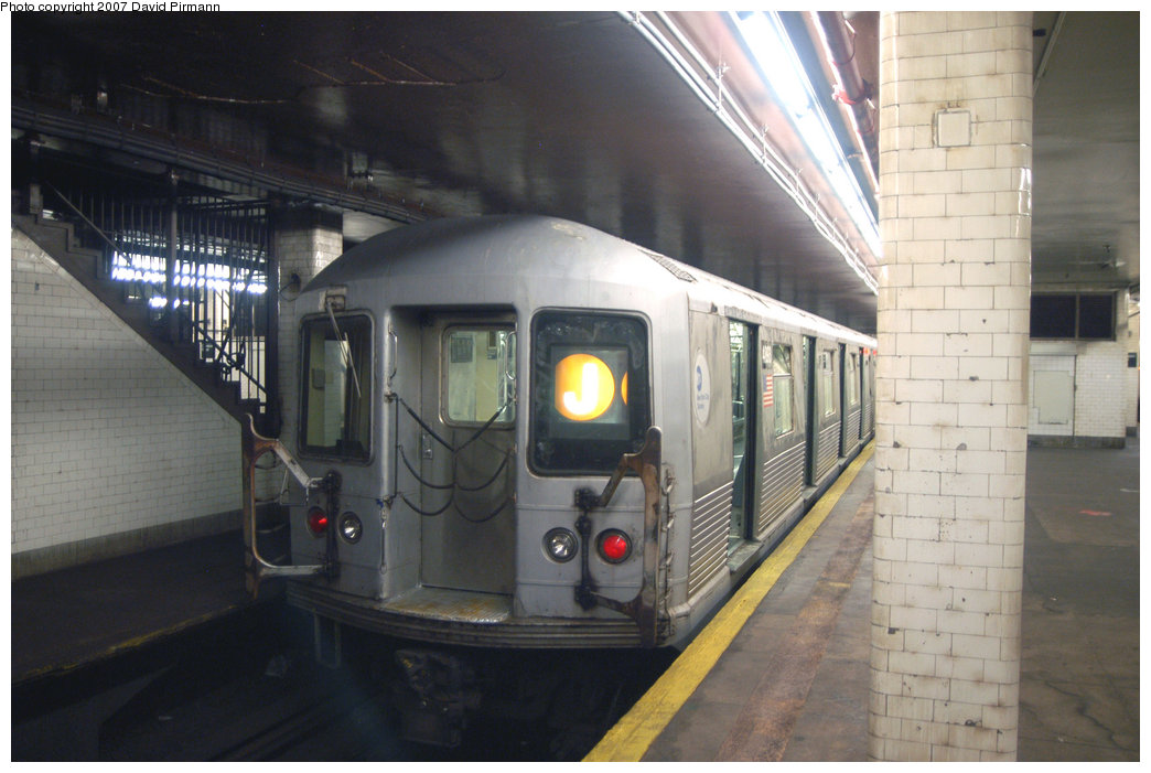 (184k, 1044x701)<br><b>Country:</b> United States<br><b>City:</b> New York<br><b>System:</b> New York City Transit<br><b>Line:</b> BMT Nassau Street/Jamaica Line<br><b>Location:</b> Chambers Street <br><b>Route:</b> J<br><b>Car:</b> R-42 (St. Louis, 1969-1970)  4893 <br><b>Photo by:</b> David Pirmann<br><b>Date:</b> 6/9/2007<br><b>Viewed (this week/total):</b> 0 / 1858