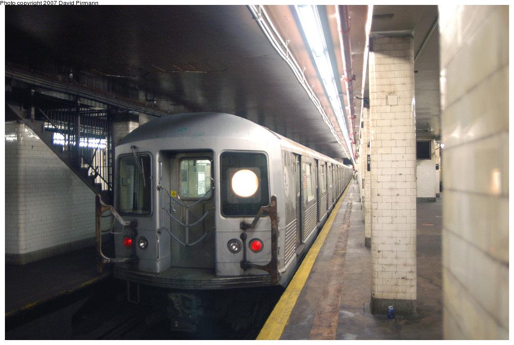 (171k, 1044x701)<br><b>Country:</b> United States<br><b>City:</b> New York<br><b>System:</b> New York City Transit<br><b>Line:</b> BMT Nassau Street/Jamaica Line<br><b>Location:</b> Chambers Street <br><b>Route:</b> J<br><b>Car:</b> R-42 (St. Louis, 1969-1970)  4657 <br><b>Photo by:</b> David Pirmann<br><b>Date:</b> 6/9/2007<br><b>Viewed (this week/total):</b> 0 / 1963