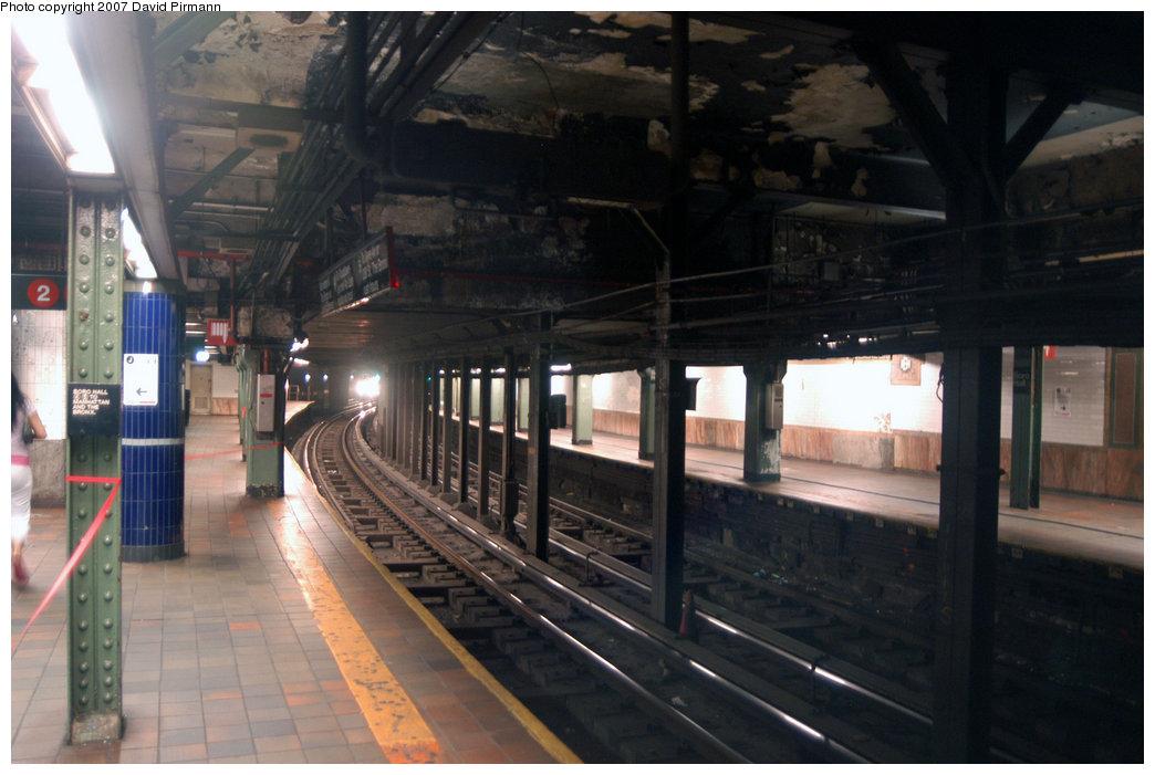 (189k, 1044x701)<br><b>Country:</b> United States<br><b>City:</b> New York<br><b>System:</b> New York City Transit<br><b>Line:</b> IRT Brooklyn Line<br><b>Location:</b> Borough Hall (East Side Branch) <br><b>Photo by:</b> David Pirmann<br><b>Date:</b> 6/9/2007<br><b>Notes:</b> View of 4/5 Borough Hall station, northbound platform facing south.<br><b>Viewed (this week/total):</b> 0 / 3709