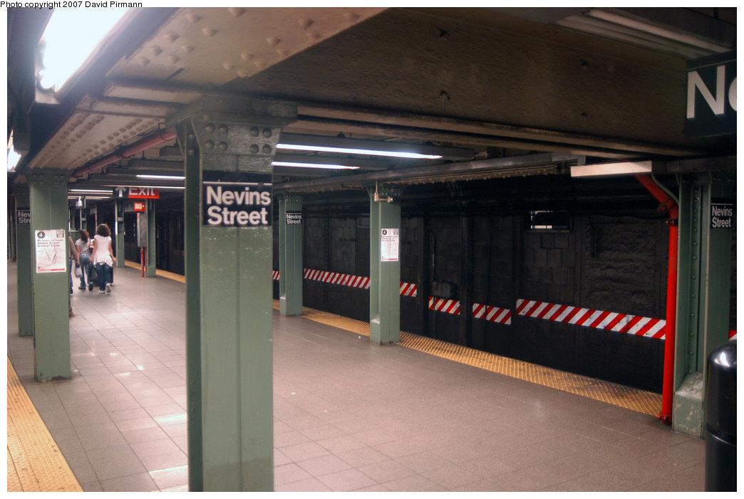 (177k, 1044x701)<br><b>Country:</b> United States<br><b>City:</b> New York<br><b>System:</b> New York City Transit<br><b>Line:</b> IRT Brooklyn Line<br><b>Location:</b> Nevins Street <br><b>Photo by:</b> David Pirmann<br><b>Date:</b> 6/9/2007<br><b>Notes:</b> View of southbound platform.<br><b>Viewed (this week/total):</b> 0 / 5501