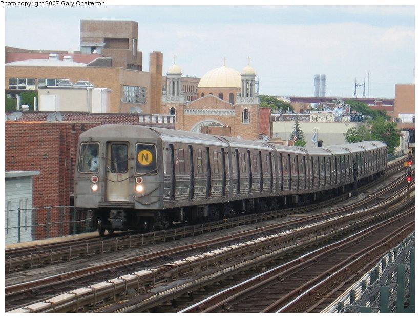 (121k, 820x620)<br><b>Country:</b> United States<br><b>City:</b> New York<br><b>System:</b> New York City Transit<br><b>Line:</b> BMT Astoria Line<br><b>Location:</b> Broadway <br><b>Route:</b> N<br><b>Car:</b> R-68 (Westinghouse-Amrail, 1986-1988)  2910 <br><b>Photo by:</b> Gary Chatterton<br><b>Date:</b> 6/11/2007<br><b>Viewed (this week/total):</b> 1 / 2140