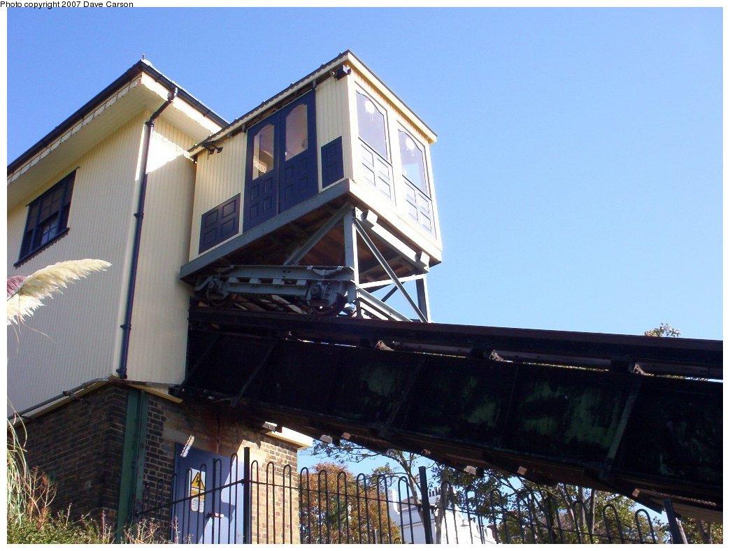 (179k, 1044x788)<br><b>Country:</b> United Kingdom<br><b>City:</b> Southend-on-Sea, Essex<br><b>System:</b> Southend Cliff Lift<br><b>Photo by:</b> Dave Carson<br><b>Date:</b> 10/7/2006<br><b>Notes:</b> Cliff lift car, closeup.<br><b>Viewed (this week/total):</b> 0 / 1081