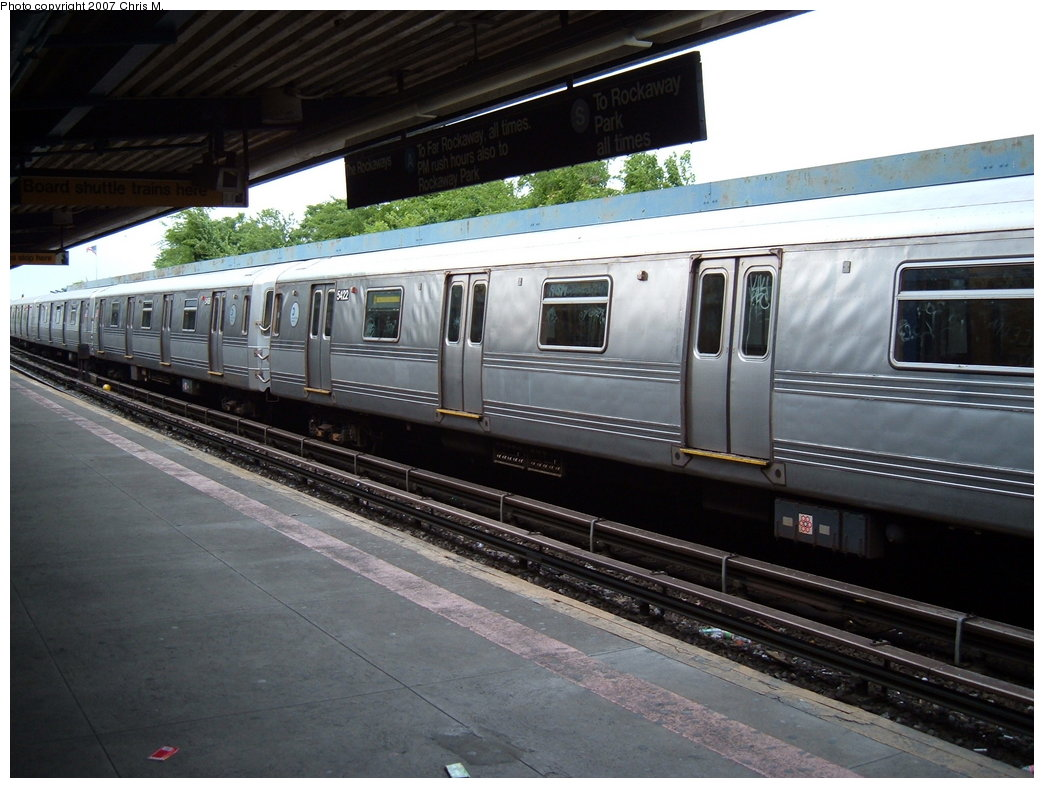 (172k, 1044x788)<br><b>Country:</b> United States<br><b>City:</b> New York<br><b>System:</b> New York City Transit<br><b>Line:</b> IND Rockaway<br><b>Location:</b> Broad Channel <br><b>Route:</b> S<br><b>Car:</b> R-44 (St. Louis, 1971-73) 5422 <br><b>Photo by:</b> Chris M.<br><b>Date:</b> 6/9/2007<br><b>Viewed (this week/total):</b> 0 / 2156