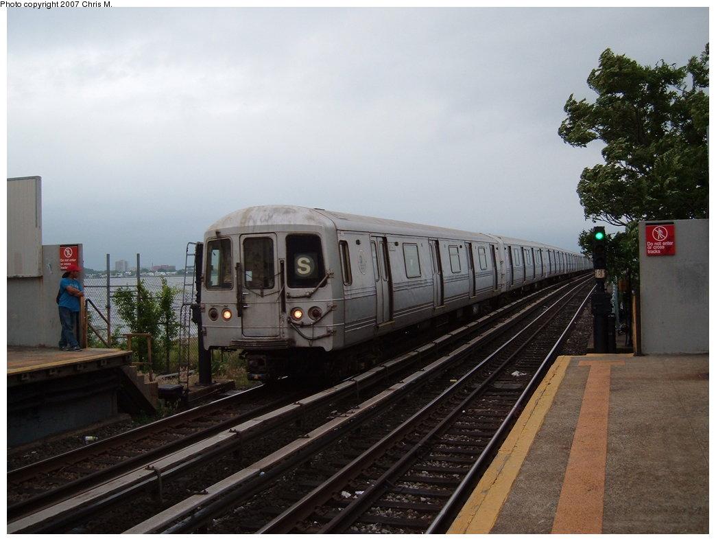 (156k, 1044x788)<br><b>Country:</b> United States<br><b>City:</b> New York<br><b>System:</b> New York City Transit<br><b>Line:</b> IND Rockaway<br><b>Location:</b> Broad Channel <br><b>Route:</b> S<br><b>Car:</b> R-44 (St. Louis, 1971-73) 5356 <br><b>Photo by:</b> Chris M.<br><b>Date:</b> 6/9/2007<br><b>Viewed (this week/total):</b> 2 / 1571