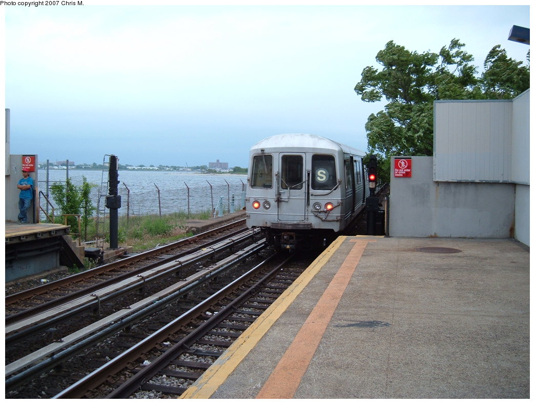 (190k, 1044x788)<br><b>Country:</b> United States<br><b>City:</b> New York<br><b>System:</b> New York City Transit<br><b>Line:</b> IND Rockaway<br><b>Location:</b> Broad Channel <br><b>Route:</b> S<br><b>Car:</b> R-44 (St. Louis, 1971-73)  <br><b>Photo by:</b> Chris M.<br><b>Date:</b> 6/9/2007<br><b>Viewed (this week/total):</b> 3 / 1890