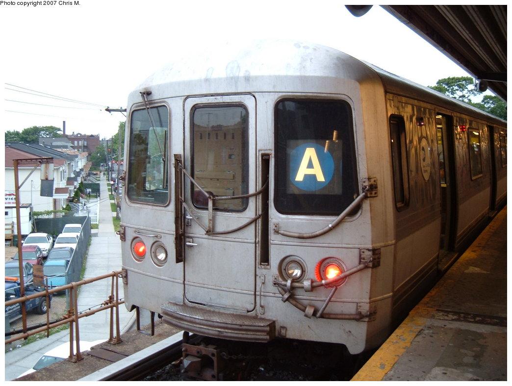 (172k, 1044x788)<br><b>Country:</b> United States<br><b>City:</b> New York<br><b>System:</b> New York City Transit<br><b>Line:</b> IND Rockaway<br><b>Location:</b> Mott Avenue/Far Rockaway <br><b>Route:</b> A<br><b>Car:</b> R-44 (St. Louis, 1971-73)  <br><b>Photo by:</b> Chris M.<br><b>Date:</b> 6/9/2007<br><b>Viewed (this week/total):</b> 1 / 1702