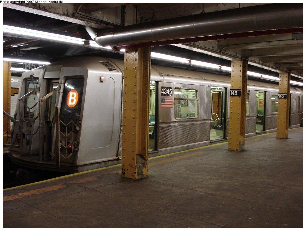 (161k, 1044x788)<br><b>Country:</b> United States<br><b>City:</b> New York<br><b>System:</b> New York City Transit<br><b>Line:</b> IND Concourse Line<br><b>Location:</b> 145th Street <br><b>Route:</b> B<br><b>Car:</b> R-40 (St. Louis, 1968)  4345 <br><b>Photo by:</b> Michael Hodurski<br><b>Date:</b> 1/19/2007<br><b>Viewed (this week/total):</b> 0 / 1810