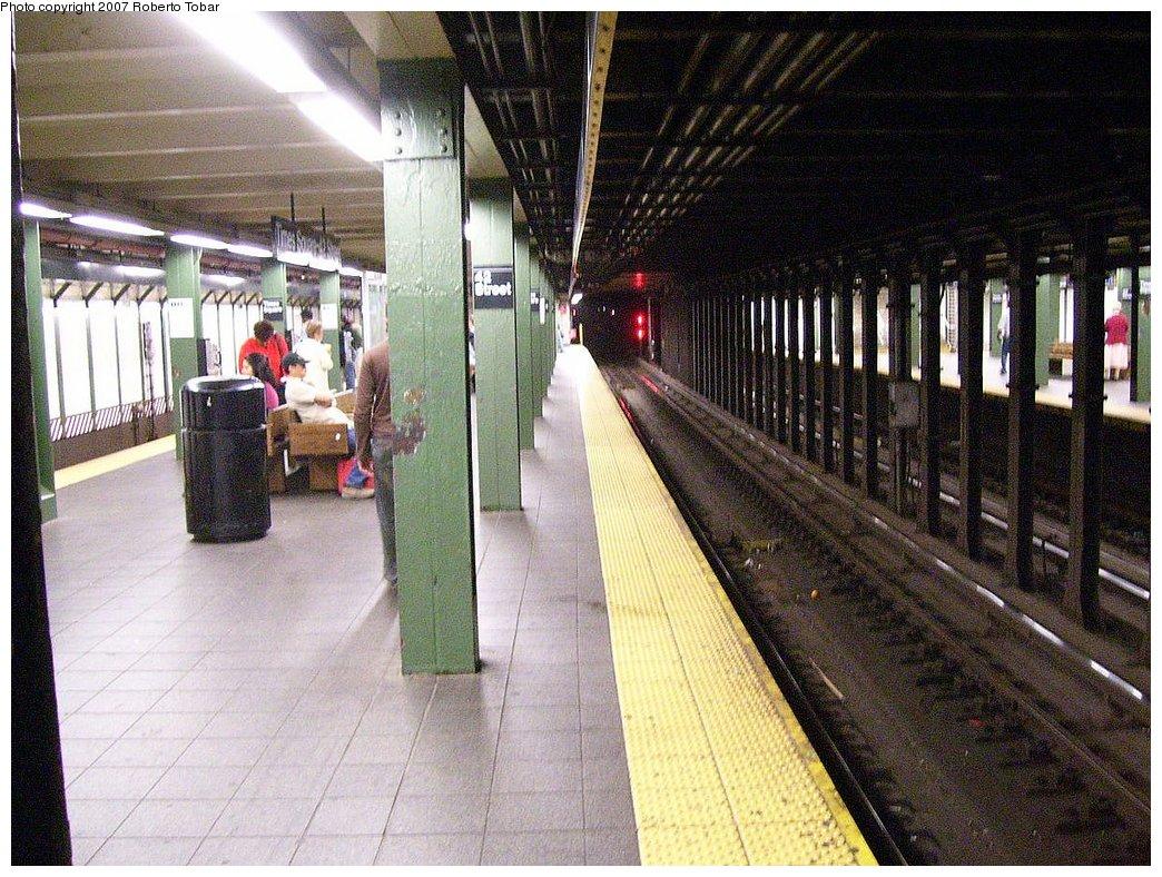 (242k, 1044x788)<br><b>Country:</b> United States<br><b>City:</b> New York<br><b>System:</b> New York City Transit<br><b>Line:</b> IRT West Side Line<br><b>Location:</b> Times Square/42nd Street <br><b>Photo by:</b> Roberto C. Tobar<br><b>Date:</b> 6/15/2007<br><b>Viewed (this week/total):</b> 3 / 2800