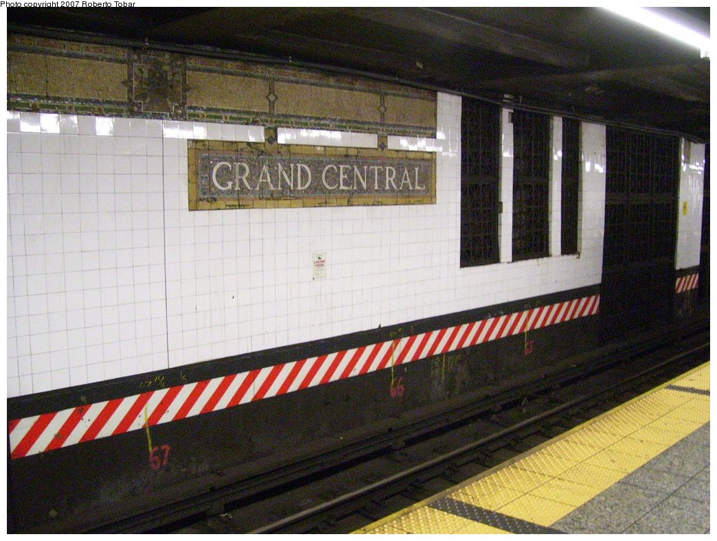 (198k, 1044x788)<br><b>Country:</b> United States<br><b>City:</b> New York<br><b>System:</b> New York City Transit<br><b>Line:</b> IRT East Side Line<br><b>Location:</b> Grand Central <br><b>Photo by:</b> Roberto C. Tobar<br><b>Date:</b> 6/15/2007<br><b>Viewed (this week/total):</b> 1 / 1146