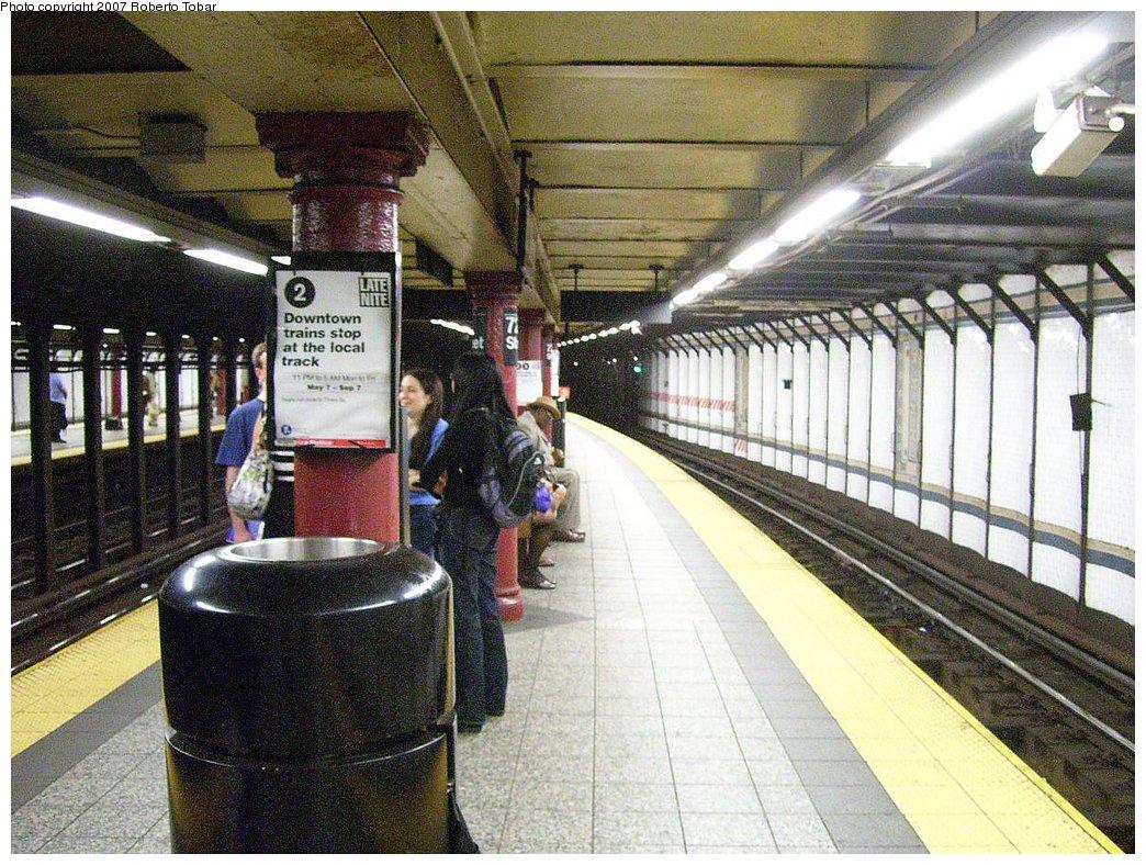 (249k, 1044x788)<br><b>Country:</b> United States<br><b>City:</b> New York<br><b>System:</b> New York City Transit<br><b>Line:</b> IRT West Side Line<br><b>Location:</b> 72nd Street<br><b>Photo by:</b> Roberto C. Tobar<br><b>Date:</b> 6/15/2007<br><b>Viewed (this week/total):</b> 4 / 3457