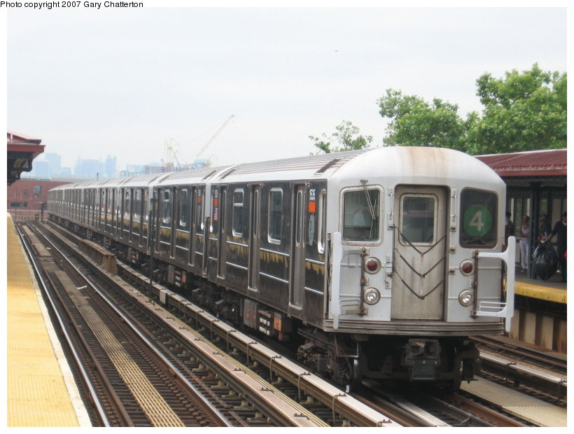 (107k, 820x620)<br><b>Country:</b> United States<br><b>City:</b> New York<br><b>System:</b> New York City Transit<br><b>Line:</b> IRT Woodlawn Line<br><b>Location:</b> 170th Street <br><b>Route:</b> 4<br><b>Car:</b> R-62 (Kawasaki, 1983-1985)  1535 <br><b>Photo by:</b> Gary Chatterton<br><b>Date:</b> 6/10/2007<br><b>Viewed (this week/total):</b> 3 / 3009