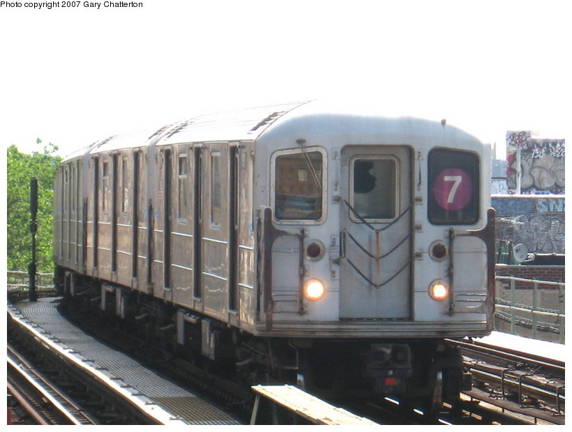 (93k, 820x620)<br><b>Country:</b> United States<br><b>City:</b> New York<br><b>System:</b> New York City Transit<br><b>Line:</b> IRT Flushing Line<br><b>Location:</b> 52nd Street/Lincoln Avenue <br><b>Route:</b> 7<br><b>Car:</b> R-62A (Bombardier, 1984-1987)  1811 <br><b>Photo by:</b> Gary Chatterton<br><b>Date:</b> 6/11/2007<br><b>Viewed (this week/total):</b> 0 / 1470