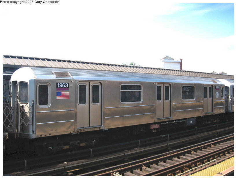 (86k, 820x620)<br><b>Country:</b> United States<br><b>City:</b> New York<br><b>System:</b> New York City Transit<br><b>Line:</b> IRT Flushing Line<br><b>Location:</b> 52nd Street/Lincoln Avenue <br><b>Route:</b> 7<br><b>Car:</b> R-62A (Bombardier, 1984-1987)  1963 <br><b>Photo by:</b> Gary Chatterton<br><b>Date:</b> 6/11/2007<br><b>Viewed (this week/total):</b> 0 / 1566