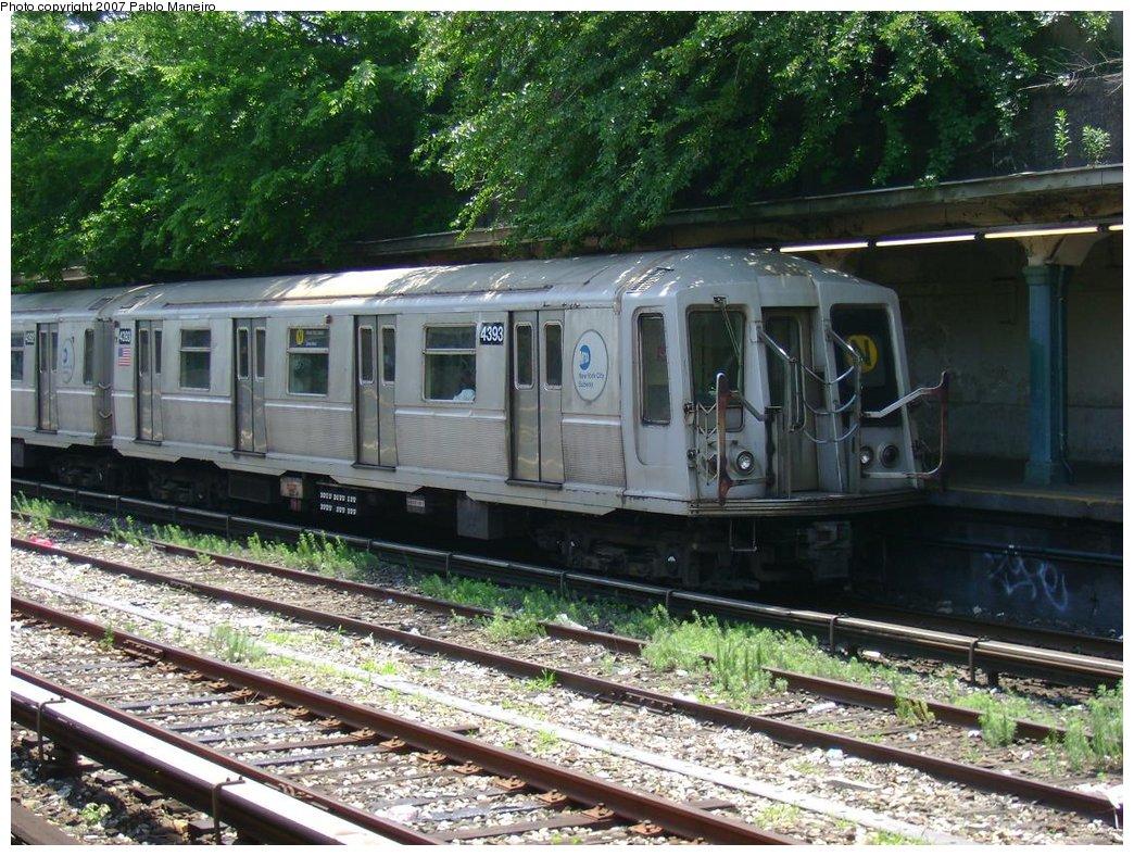 (252k, 1044x788)<br><b>Country:</b> United States<br><b>City:</b> New York<br><b>System:</b> New York City Transit<br><b>Line:</b> BMT Sea Beach Line<br><b>Location:</b> Fort Hamilton Parkway <br><b>Route:</b> N<br><b>Car:</b> R-40 (St. Louis, 1968)  4393 <br><b>Photo by:</b> Pablo Maneiro<br><b>Date:</b> 6/7/2007<br><b>Viewed (this week/total):</b> 0 / 1716