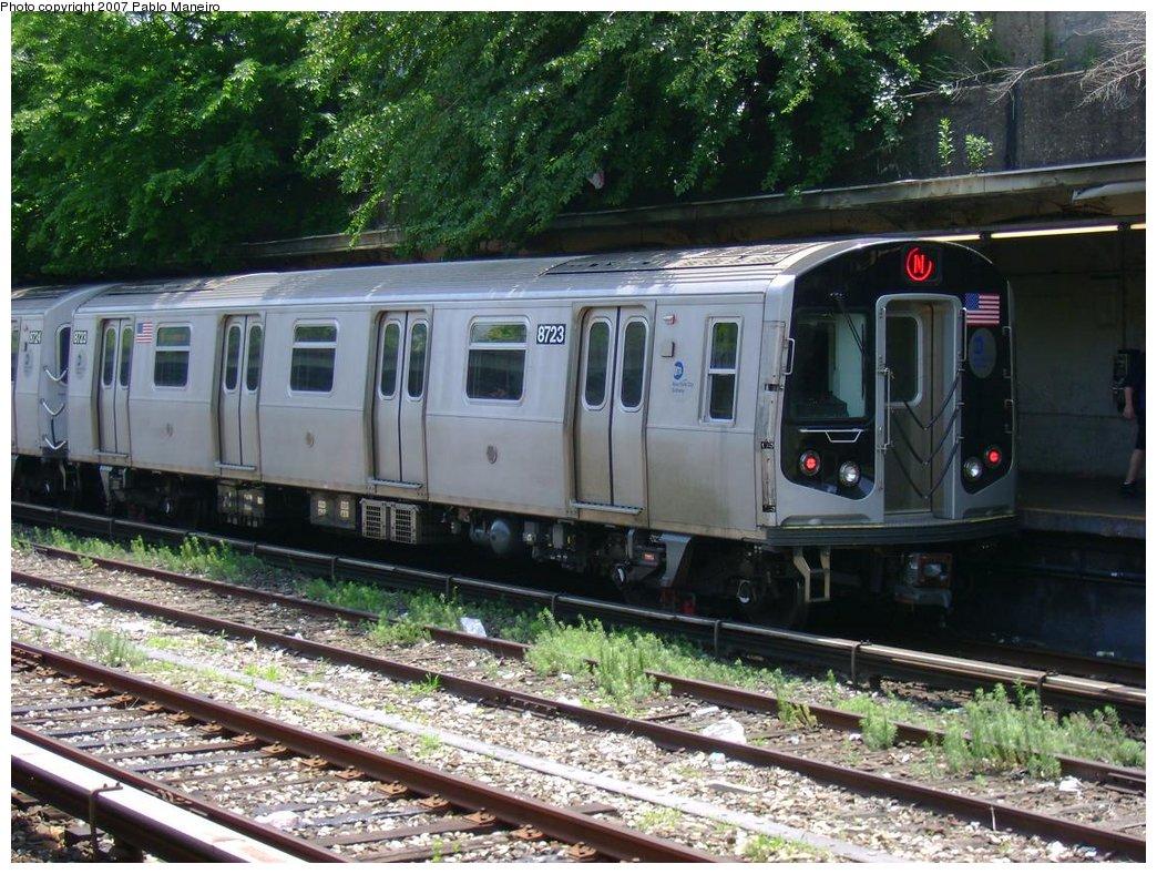 (240k, 1044x788)<br><b>Country:</b> United States<br><b>City:</b> New York<br><b>System:</b> New York City Transit<br><b>Line:</b> BMT Sea Beach Line<br><b>Location:</b> Fort Hamilton Parkway <br><b>Route:</b> N<br><b>Car:</b> R-160B (Kawasaki, 2005-2008)  8723 <br><b>Photo by:</b> Pablo Maneiro<br><b>Date:</b> 6/7/2007<br><b>Viewed (this week/total):</b> 0 / 1734