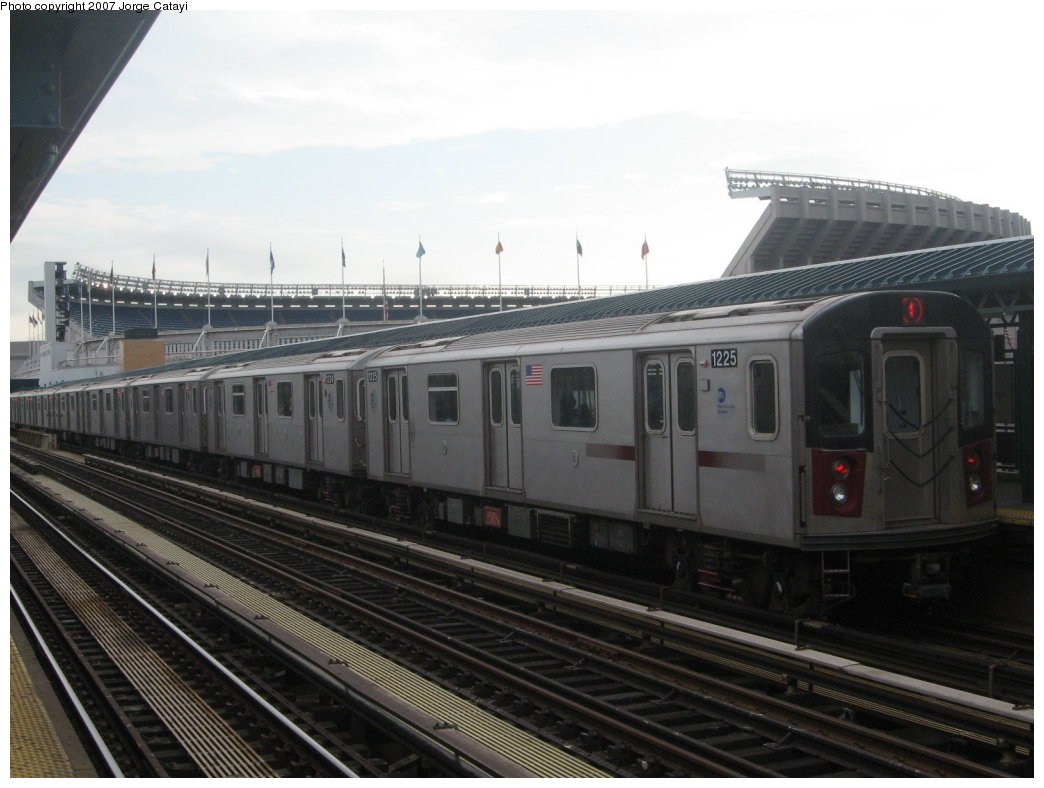 (140k, 1044x788)<br><b>Country:</b> United States<br><b>City:</b> New York<br><b>System:</b> New York City Transit<br><b>Line:</b> IRT Woodlawn Line<br><b>Location:</b> 161st Street/River Avenue (Yankee Stadium) <br><b>Route:</b> 4<br><b>Car:</b> R-142 (Option Order, Bombardier, 2002-2003)  1225 <br><b>Photo by:</b> Jorge Catayi<br><b>Date:</b> 6/10/2007<br><b>Viewed (this week/total):</b> 0 / 2066