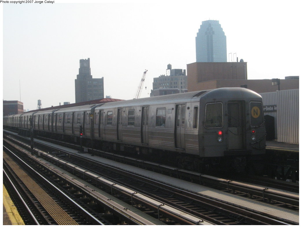 (123k, 1044x788)<br><b>Country:</b> United States<br><b>City:</b> New York<br><b>System:</b> New York City Transit<br><b>Line:</b> BMT Astoria Line<br><b>Location:</b> 39th/Beebe Aves. <br><b>Route:</b> N<br><b>Car:</b> R-68A (Kawasaki, 1988-1989)  5088 <br><b>Photo by:</b> Jorge Catayi<br><b>Date:</b> 5/27/2007<br><b>Viewed (this week/total):</b> 0 / 1575