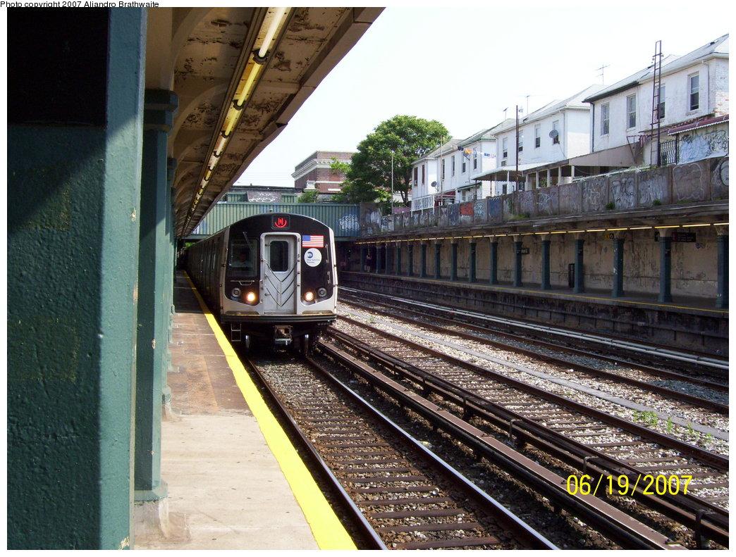 (243k, 1044x791)<br><b>Country:</b> United States<br><b>City:</b> New York<br><b>System:</b> New York City Transit<br><b>Line:</b> BMT Sea Beach Line<br><b>Location:</b> Avenue U <br><b>Route:</b> N<br><b>Car:</b> R-160B (Kawasaki, 2005-2008)  8722 <br><b>Photo by:</b> Aliandro Brathwaite<br><b>Date:</b> 6/19/2007<br><b>Viewed (this week/total):</b> 2 / 2495