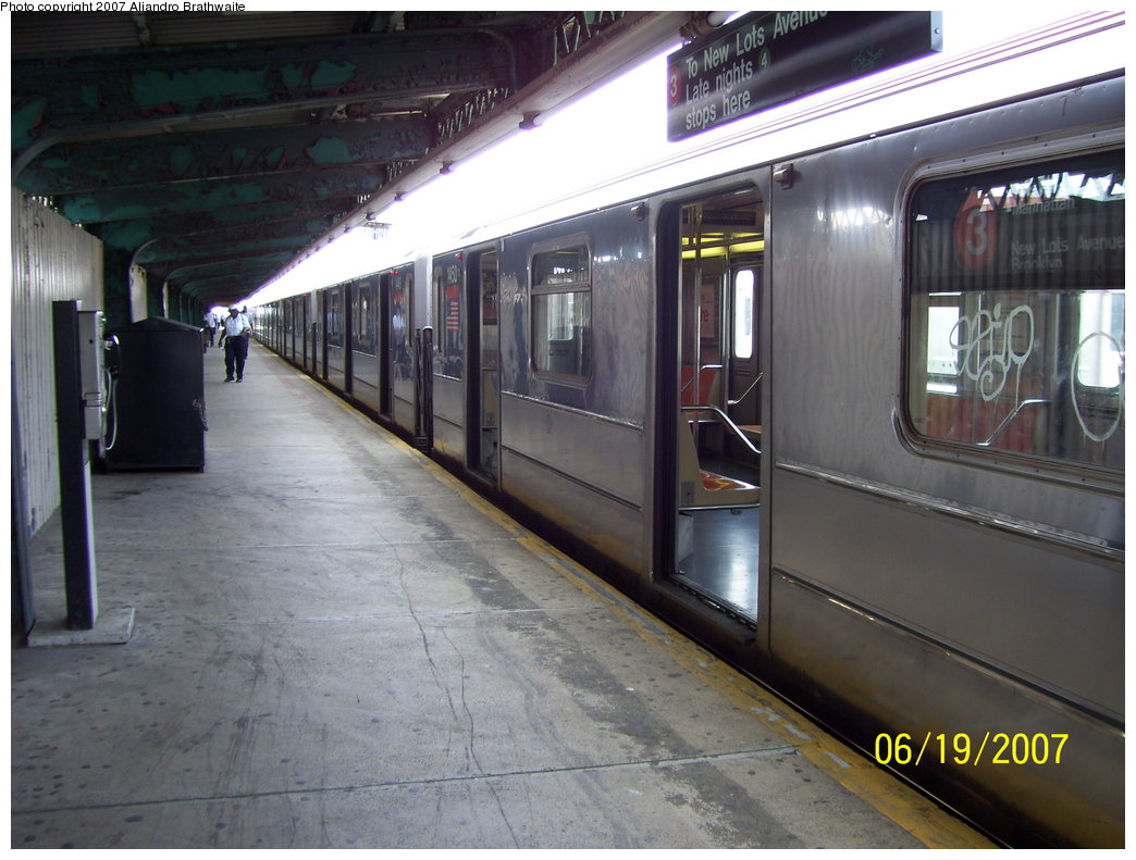 (177k, 1044x791)<br><b>Country:</b> United States<br><b>City:</b> New York<br><b>System:</b> New York City Transit<br><b>Line:</b> IRT Brooklyn Line<br><b>Location:</b> Van Siclen Avenue <br><b>Route:</b> 3<br><b>Car:</b> R-62 (Kawasaki, 1983-1985)  1450 <br><b>Photo by:</b> Aliandro Brathwaite<br><b>Date:</b> 6/19/2007<br><b>Viewed (this week/total):</b> 1 / 3232