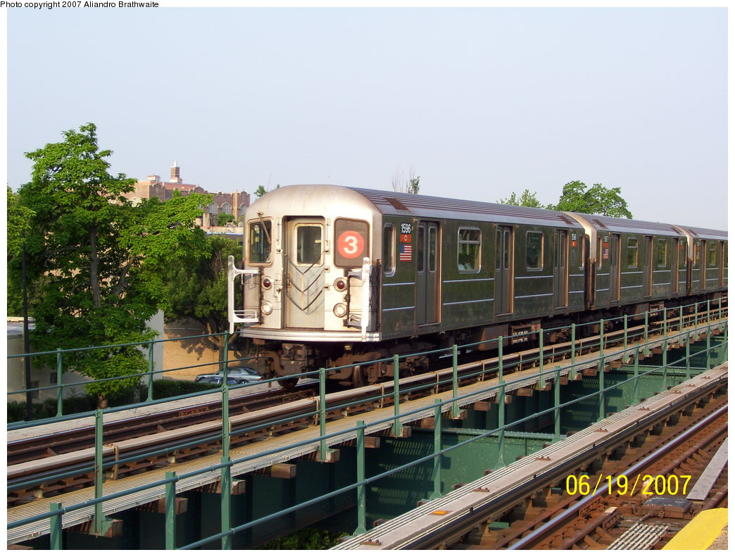 (215k, 1044x791)<br><b>Country:</b> United States<br><b>City:</b> New York<br><b>System:</b> New York City Transit<br><b>Line:</b> IRT Brooklyn Line<br><b>Location:</b> Rockaway Avenue<br><b>Route:</b> 3<br><b>Car:</b> R-62 (Kawasaki, 1983-1985) 1596 <br><b>Photo by:</b> Aliandro Brathwaite<br><b>Date:</b> 6/19/2007<br><b>Viewed (this week/total):</b> 0 / 3155