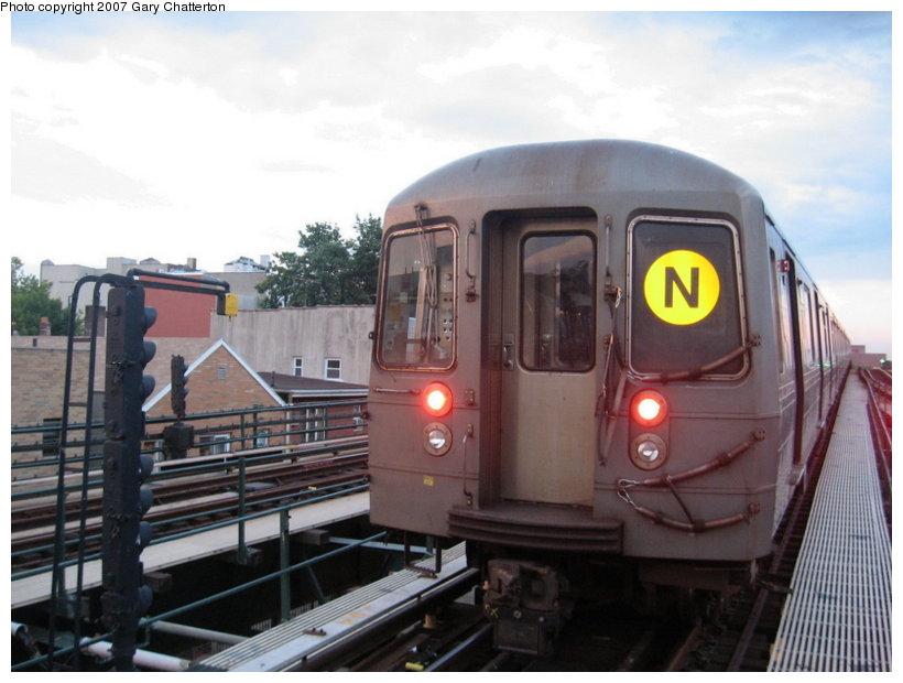 (96k, 820x620)<br><b>Country:</b> United States<br><b>City:</b> New York<br><b>System:</b> New York City Transit<br><b>Line:</b> BMT Astoria Line<br><b>Location:</b> Astoria Boulevard/Hoyt Avenue <br><b>Route:</b> N<br><b>Car:</b> R-68A (Kawasaki, 1988-1989)  5162 <br><b>Photo by:</b> Gary Chatterton<br><b>Date:</b> 6/16/2007<br><b>Viewed (this week/total):</b> 0 / 2113