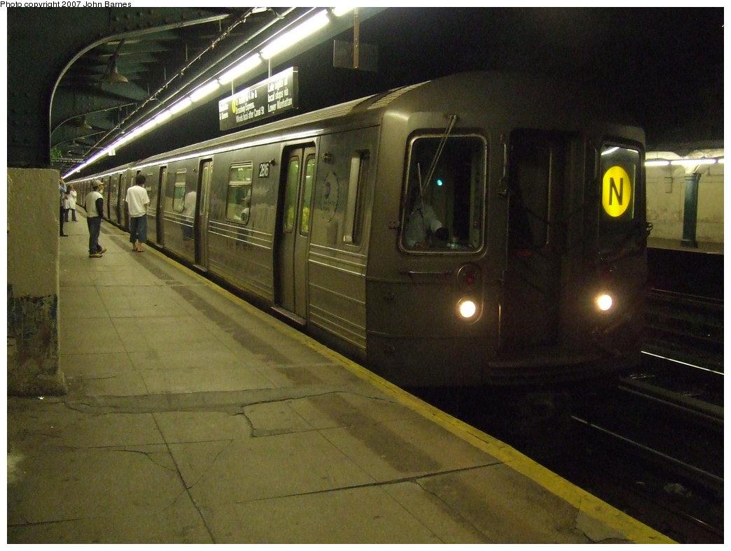 (165k, 1044x788)<br><b>Country:</b> United States<br><b>City:</b> New York<br><b>System:</b> New York City Transit<br><b>Line:</b> BMT Sea Beach Line<br><b>Location:</b> Fort Hamilton Parkway <br><b>Route:</b> N<br><b>Car:</b> R-68 (Westinghouse-Amrail, 1986-1988)  2816 <br><b>Photo by:</b> John Barnes<br><b>Date:</b> 6/14/2007<br><b>Viewed (this week/total):</b> 1 / 2908
