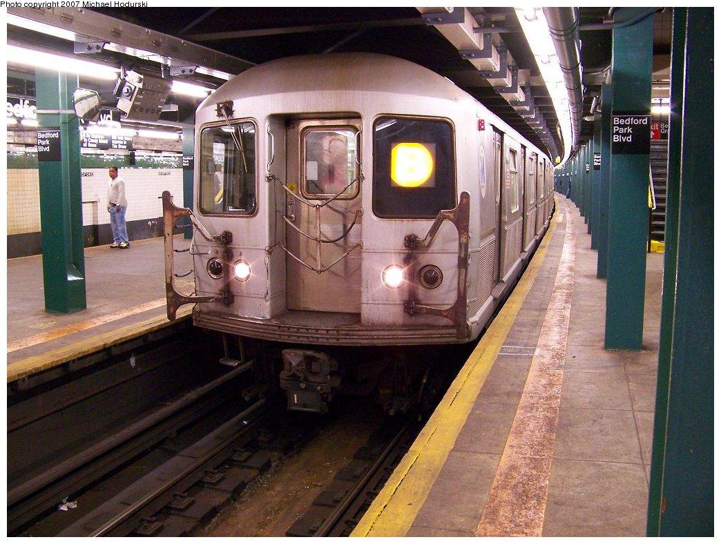 (209k, 1044x788)<br><b>Country:</b> United States<br><b>City:</b> New York<br><b>System:</b> New York City Transit<br><b>Line:</b> IND Concourse Line<br><b>Location:</b> Bedford Park Boulevard <br><b>Route:</b> B<br><b>Car:</b> R-40M (St. Louis, 1969)  44xx <br><b>Photo by:</b> Michael Hodurski<br><b>Date:</b> 6/14/2007<br><b>Viewed (this week/total):</b> 0 / 2497