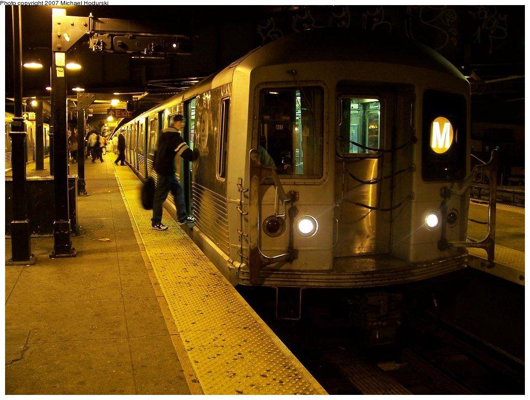 (179k, 1044x788)<br><b>Country:</b> United States<br><b>City:</b> New York<br><b>System:</b> New York City Transit<br><b>Line:</b> BMT Nassau Street/Jamaica Line<br><b>Location:</b> Myrtle Avenue <br><b>Route:</b> M<br><b>Car:</b> R-42 (St. Louis, 1969-1970)  4774 <br><b>Photo by:</b> Michael Hodurski<br><b>Date:</b> 6/15/2007<br><b>Viewed (this week/total):</b> 0 / 2152
