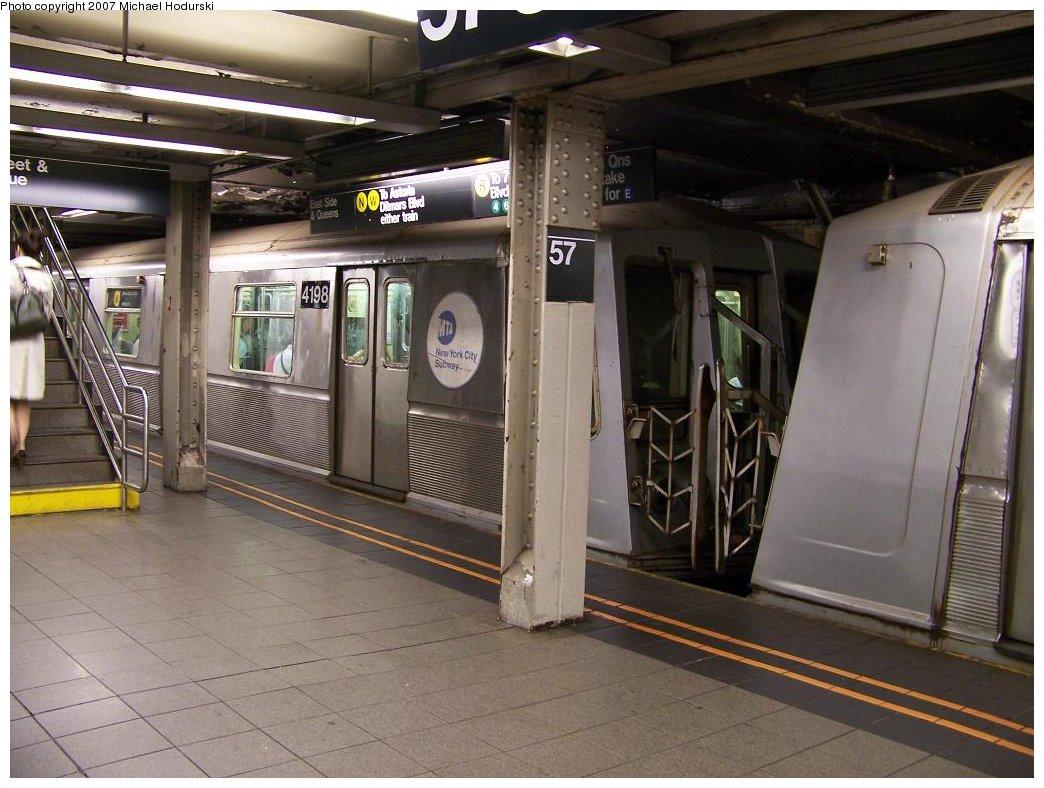 (178k, 1044x788)<br><b>Country:</b> United States<br><b>City:</b> New York<br><b>System:</b> New York City Transit<br><b>Line:</b> BMT Broadway Line<br><b>Location:</b> 57th Street <br><b>Route:</b> N<br><b>Car:</b> R-40 (St. Louis, 1968)  4198 <br><b>Photo by:</b> Michael Hodurski<br><b>Date:</b> 6/14/2007<br><b>Viewed (this week/total):</b> 1 / 3703