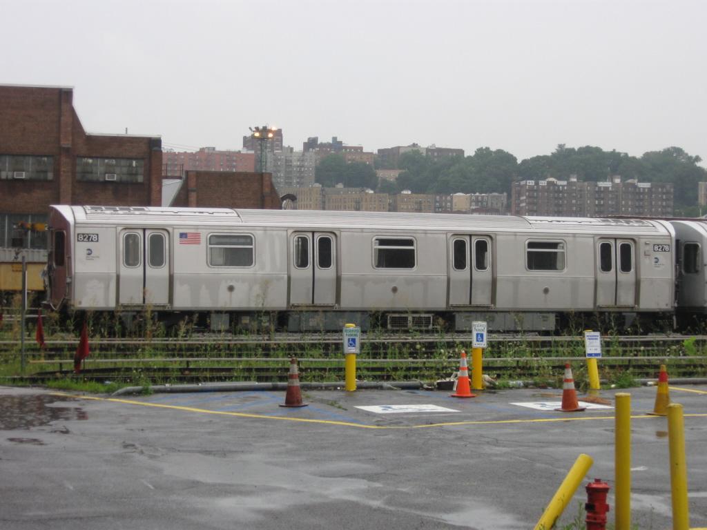 (308k, 1024x768)<br><b>Country:</b> United States<br><b>City:</b> New York<br><b>System:</b> New York City Transit<br><b>Location:</b> 207th Street Yard<br><b>Car:</b> R-143 (Kawasaki, 2001-2002) 8278 <br><b>Photo by:</b> Jorge Catayi<br><b>Date:</b> 8/2/2009<br><b>Viewed (this week/total):</b> 0 / 928