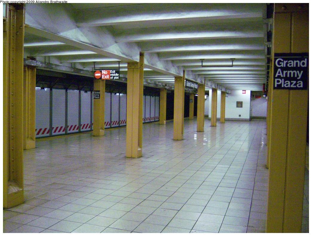 (263k, 1044x788)<br><b>Country:</b> United States<br><b>City:</b> New York<br><b>System:</b> New York City Transit<br><b>Line:</b> IRT Brooklyn Line<br><b>Location:</b> Grand Army Plaza <br><b>Photo by:</b> Aliandro Brathwaite<br><b>Date:</b> 8/26/2009<br><b>Notes:</b> Platform view, west end of platform.<br><b>Viewed (this week/total):</b> 0 / 1415