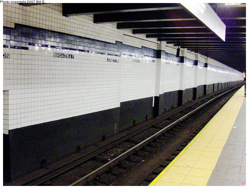 (151k, 820x622)<br><b>Country:</b> United States<br><b>City:</b> New York<br><b>System:</b> New York City Transit<br><b>Line:</b> IND Fulton Street Line<br><b>Location:</b> Broadway/East New York (Broadway Junction) <br><b>Photo by:</b> Bill E.<br><b>Date:</b> 6/24/2007<br><b>Viewed (this week/total):</b> 2 / 1978