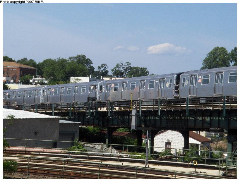 (118k, 820x622)<br><b>Country:</b> United States<br><b>City:</b> New York<br><b>System:</b> New York City Transit<br><b>Line:</b> BMT Canarsie Line<br><b>Location:</b> Broadway Junction <br><b>Route:</b> L<br><b>Car:</b> R-143 (Kawasaki, 2001-2002)  <br><b>Photo by:</b> Bill E.<br><b>Date:</b> 6/24/2007<br><b>Viewed (this week/total):</b> 0 / 2344