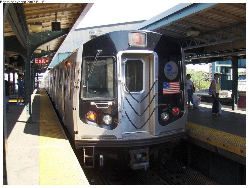 (117k, 820x622)<br><b>Country:</b> United States<br><b>City:</b> New York<br><b>System:</b> New York City Transit<br><b>Line:</b> BMT Nassau Street-Jamaica Line<br><b>Location:</b> Myrtle Avenue<br><b>Route:</b> M<br><b>Car:</b> R-143 (Kawasaki, 2001-2002)  <br><b>Photo by:</b> Bill E.<br><b>Date:</b> 6/24/2007<br><b>Viewed (this week/total):</b> 3 / 2752