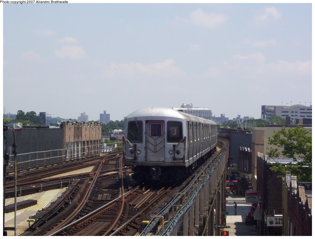 (164k, 1044x791)<br><b>Country:</b> United States<br><b>City:</b> New York<br><b>System:</b> New York City Transit<br><b>Line:</b> BMT Nassau Street/Jamaica Line<br><b>Location:</b> 121st Street <br><b>Route:</b> J<br><b>Car:</b> R-42 (St. Louis, 1969-1970)  4737 <br><b>Photo by:</b> Aliandro Brathwaite<br><b>Date:</b> 6/25/2007<br><b>Viewed (this week/total):</b> 2 / 2852