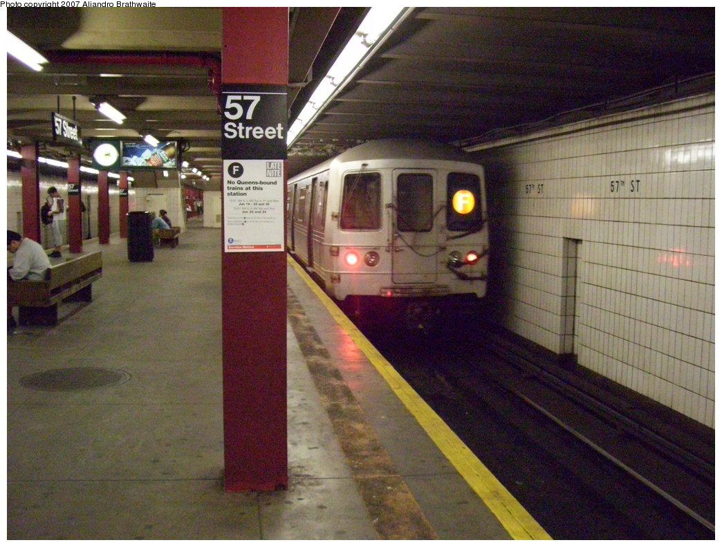 (211k, 1044x791)<br><b>Country:</b> United States<br><b>City:</b> New York<br><b>System:</b> New York City Transit<br><b>Line:</b> IND 6th Avenue Line<br><b>Location:</b> 57th Street <br><b>Route:</b> F<br><b>Car:</b> R-46 (Pullman-Standard, 1974-75) 6076 <br><b>Photo by:</b> Aliandro Brathwaite<br><b>Date:</b> 6/23/2007<br><b>Viewed (this week/total):</b> 1 / 3057