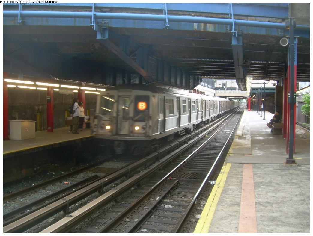 (204k, 1044x788)<br><b>Country:</b> United States<br><b>City:</b> New York<br><b>System:</b> New York City Transit<br><b>Line:</b> BMT Brighton Line<br><b>Location:</b> Newkirk Plaza (fmrly Newkirk Ave.) <br><b>Route:</b> B<br><b>Car:</b> R-40 (St. Louis, 1968)   <br><b>Photo by:</b> Zach Summer<br><b>Date:</b> 6/11/2007<br><b>Viewed (this week/total):</b> 2 / 2358