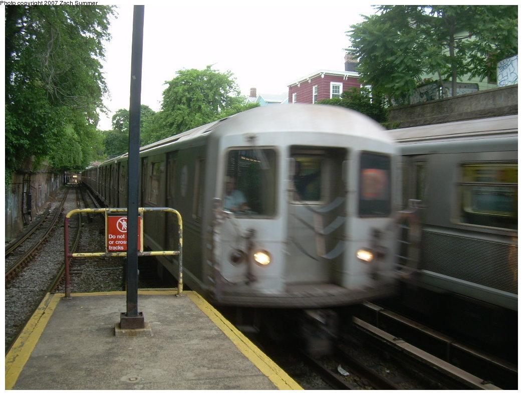 (204k, 1044x788)<br><b>Country:</b> United States<br><b>City:</b> New York<br><b>System:</b> New York City Transit<br><b>Line:</b> BMT Brighton Line<br><b>Location:</b> Newkirk Plaza (fmrly Newkirk Ave.) <br><b>Route:</b> B<br><b>Car:</b> R-40M (St. Louis, 1969)   <br><b>Photo by:</b> Zach Summer<br><b>Date:</b> 6/11/2007<br><b>Viewed (this week/total):</b> 0 / 2015