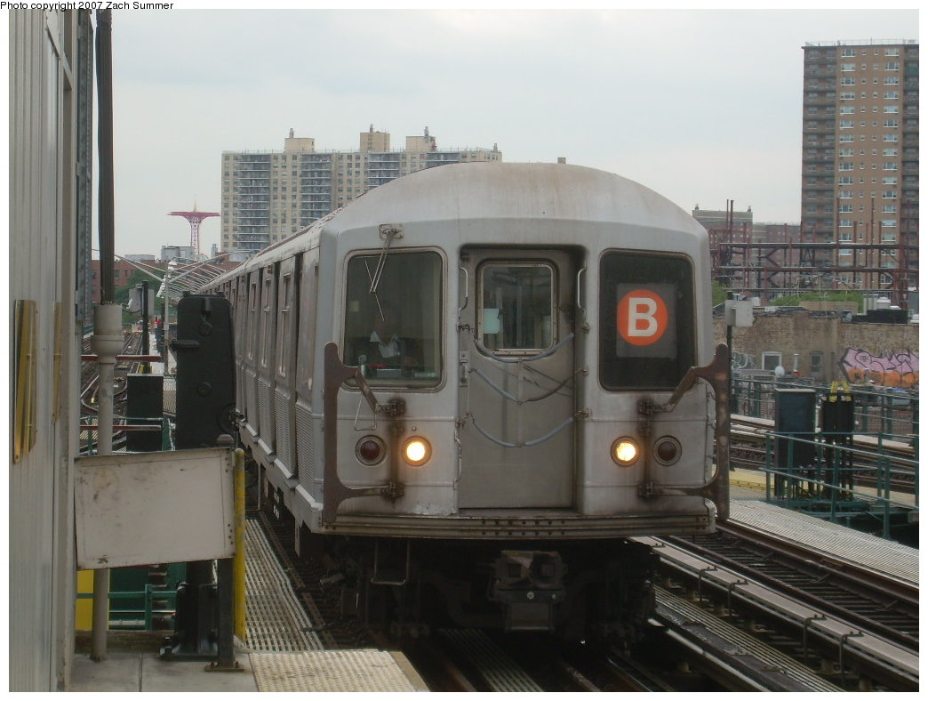 (185k, 1044x788)<br><b>Country:</b> United States<br><b>City:</b> New York<br><b>System:</b> New York City Transit<br><b>Line:</b> BMT Brighton Line<br><b>Location:</b> Brighton Beach <br><b>Route:</b> B<br><b>Car:</b> R-40M (St. Louis, 1969)   <br><b>Photo by:</b> Zach Summer<br><b>Date:</b> 6/14/2007<br><b>Viewed (this week/total):</b> 1 / 1648