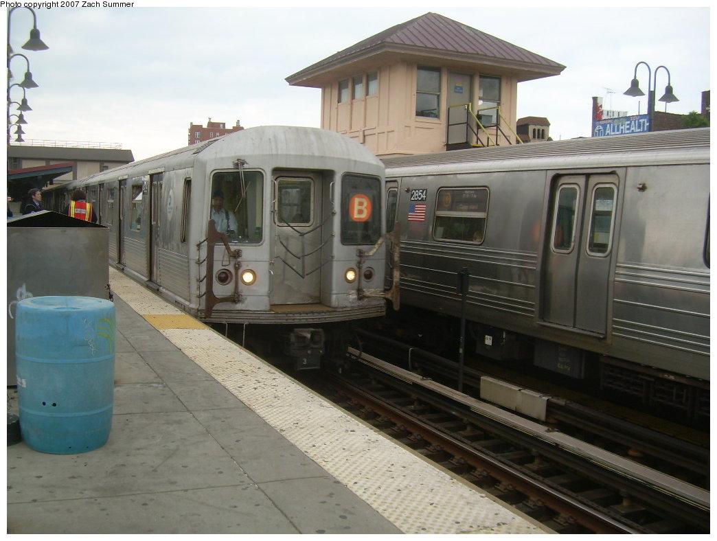 (183k, 1044x788)<br><b>Country:</b> United States<br><b>City:</b> New York<br><b>System:</b> New York City Transit<br><b>Line:</b> BMT Brighton Line<br><b>Location:</b> Brighton Beach <br><b>Route:</b> B<br><b>Car:</b> R-40M (St. Louis, 1969)   <br><b>Photo by:</b> Zach Summer<br><b>Date:</b> 6/14/2007<br><b>Viewed (this week/total):</b> 1 / 1698