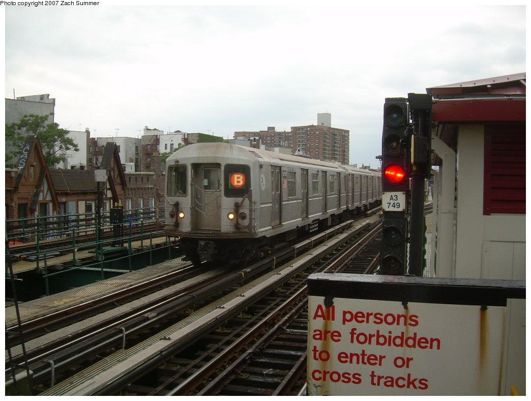 (195k, 1044x788)<br><b>Country:</b> United States<br><b>City:</b> New York<br><b>System:</b> New York City Transit<br><b>Line:</b> BMT Brighton Line<br><b>Location:</b> Brighton Beach <br><b>Route:</b> B<br><b>Car:</b> R-40M (St. Louis, 1969)  4474 <br><b>Photo by:</b> Zach Summer<br><b>Date:</b> 6/14/2007<br><b>Viewed (this week/total):</b> 2 / 1492