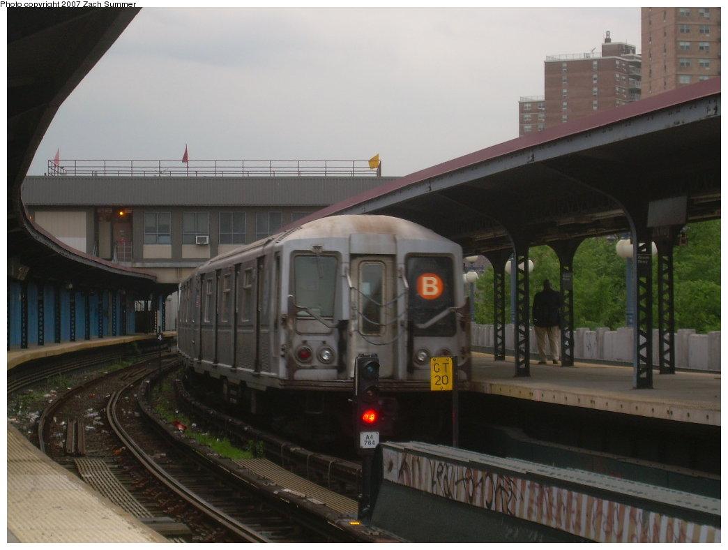 (164k, 1044x788)<br><b>Country:</b> United States<br><b>City:</b> New York<br><b>System:</b> New York City Transit<br><b>Line:</b> BMT Brighton Line<br><b>Location:</b> Ocean Parkway <br><b>Route:</b> B<br><b>Car:</b> R-40 (St. Louis, 1968)   <br><b>Photo by:</b> Zach Summer<br><b>Date:</b> 6/14/2007<br><b>Viewed (this week/total):</b> 0 / 1899