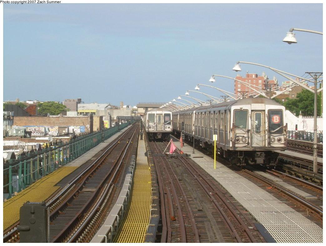 (225k, 1044x788)<br><b>Country:</b> United States<br><b>City:</b> New York<br><b>System:</b> New York City Transit<br><b>Line:</b> BMT Brighton Line<br><b>Location:</b> Ocean Parkway <br><b>Route:</b> B<br><b>Car:</b> R-40 (St. Louis, 1968)   <br><b>Photo by:</b> Zach Summer<br><b>Date:</b> 6/15/2007<br><b>Viewed (this week/total):</b> 2 / 1929