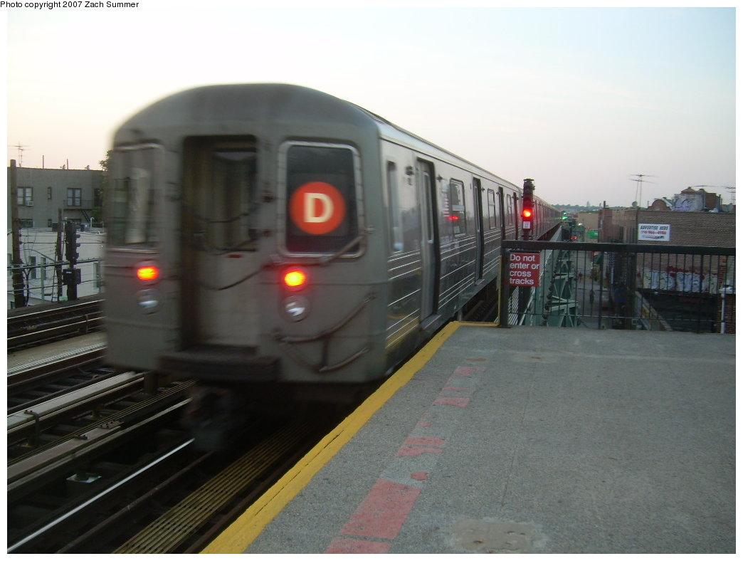 (163k, 1044x788)<br><b>Country:</b> United States<br><b>City:</b> New York<br><b>System:</b> New York City Transit<br><b>Line:</b> BMT West End Line<br><b>Location:</b> 71st Street <br><b>Route:</b> D<br><b>Car:</b> R-68 (Westinghouse-Amrail, 1986-1988)   <br><b>Photo by:</b> Zach Summer<br><b>Date:</b> 6/15/2007<br><b>Viewed (this week/total):</b> 0 / 1928