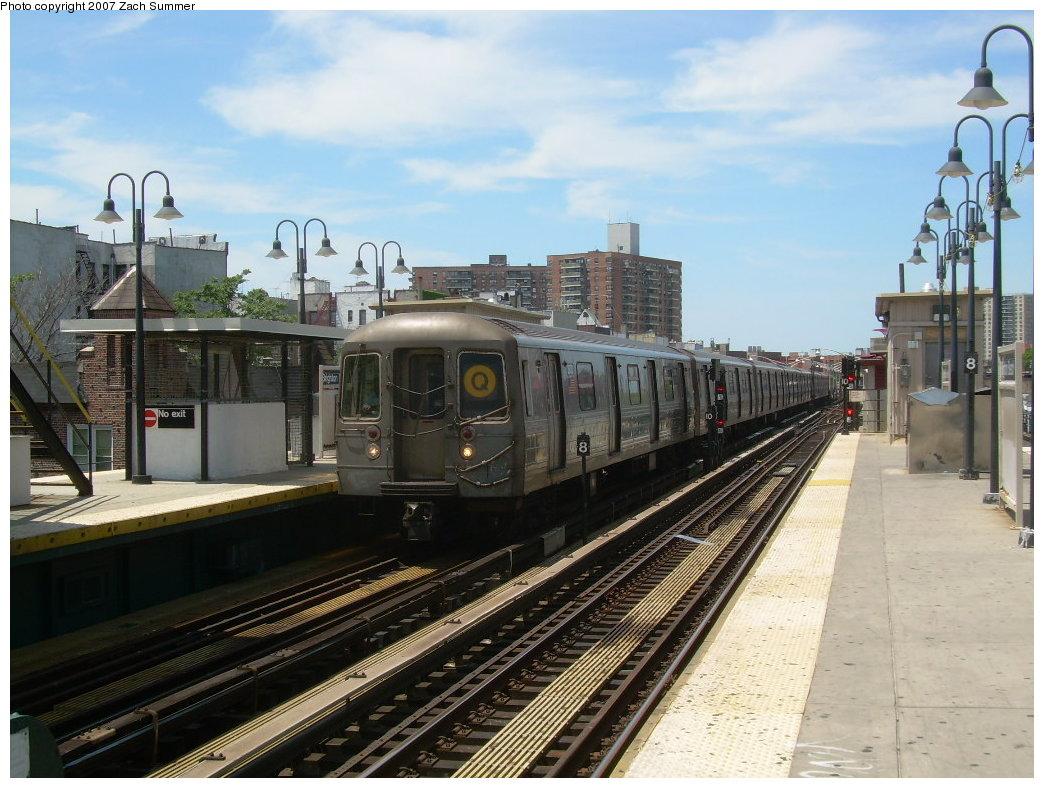 (216k, 1044x788)<br><b>Country:</b> United States<br><b>City:</b> New York<br><b>System:</b> New York City Transit<br><b>Line:</b> BMT Brighton Line<br><b>Location:</b> Brighton Beach <br><b>Route:</b> Q<br><b>Car:</b> R-68 (Westinghouse-Amrail, 1986-1988)  2832 <br><b>Photo by:</b> Zach Summer<br><b>Date:</b> 6/24/2007<br><b>Viewed (this week/total):</b> 0 / 1381