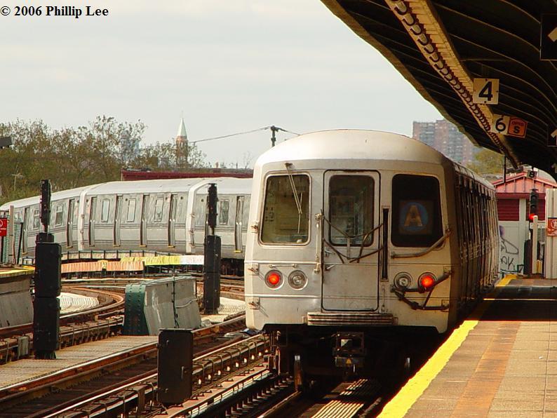 (91k, 794x596)<br><b>Country:</b> United States<br><b>City:</b> New York<br><b>System:</b> New York City Transit<br><b>Line:</b> IND Fulton Street Line<br><b>Location:</b> 80th Street/Hudson Street <br><b>Route:</b> A<br><b>Car:</b> R-44 (St. Louis, 1971-73)  <br><b>Photo by:</b> Phillip Lee<br><b>Date:</b> 10/23/2006<br><b>Viewed (this week/total):</b> 0 / 1361