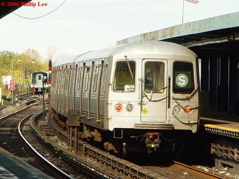 (92k, 794x596)<br><b>Country:</b> United States<br><b>City:</b> New York<br><b>System:</b> New York City Transit<br><b>Line:</b> IND Rockaway<br><b>Location:</b> Broad Channel <br><b>Route:</b> S<br><b>Car:</b> R-44 (St. Louis, 1971-73)  <br><b>Photo by:</b> Phillip Lee<br><b>Date:</b> 10/23/2006<br><b>Viewed (this week/total):</b> 1 / 2004