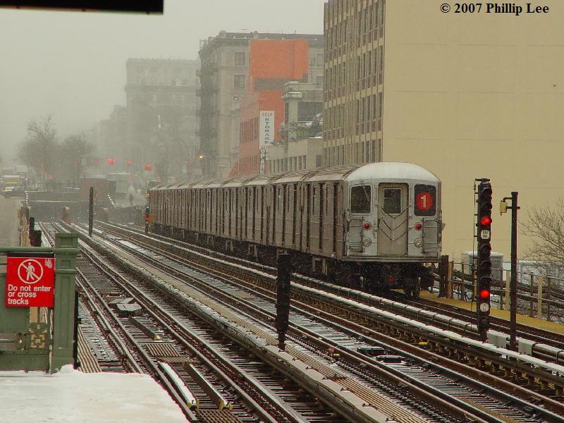 (104k, 800x600)<br><b>Country:</b> United States<br><b>City:</b> New York<br><b>System:</b> New York City Transit<br><b>Line:</b> IRT West Side Line<br><b>Location:</b> 125th Street <br><b>Route:</b> 1<br><b>Car:</b> R-62A (Bombardier, 1984-1987)   <br><b>Photo by:</b> Phillip Lee<br><b>Date:</b> 2/14/2007<br><b>Viewed (this week/total):</b> 0 / 1718